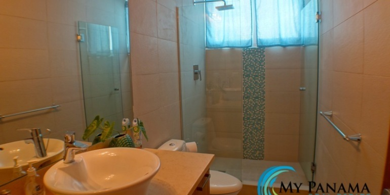 For-Sale-Panama-Bahia-Condo-for-sale-Bath 2