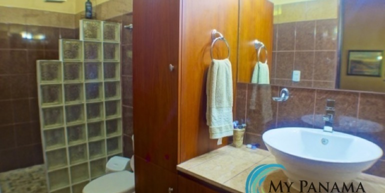 Coronado-Panama-House-for-sale-Bathroom