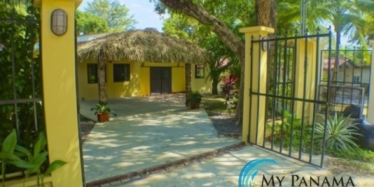 Coronado-Panama-House-for-sale-Entrance
