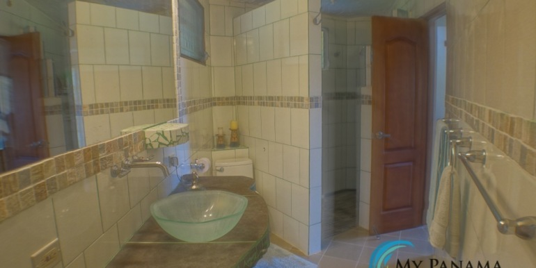 For-Sale-Altos-Bathroom