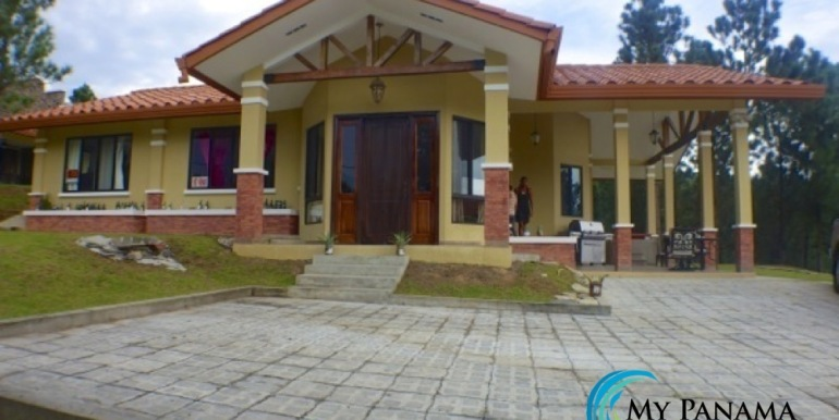 For-Sale-Altos-Panama-Front-House