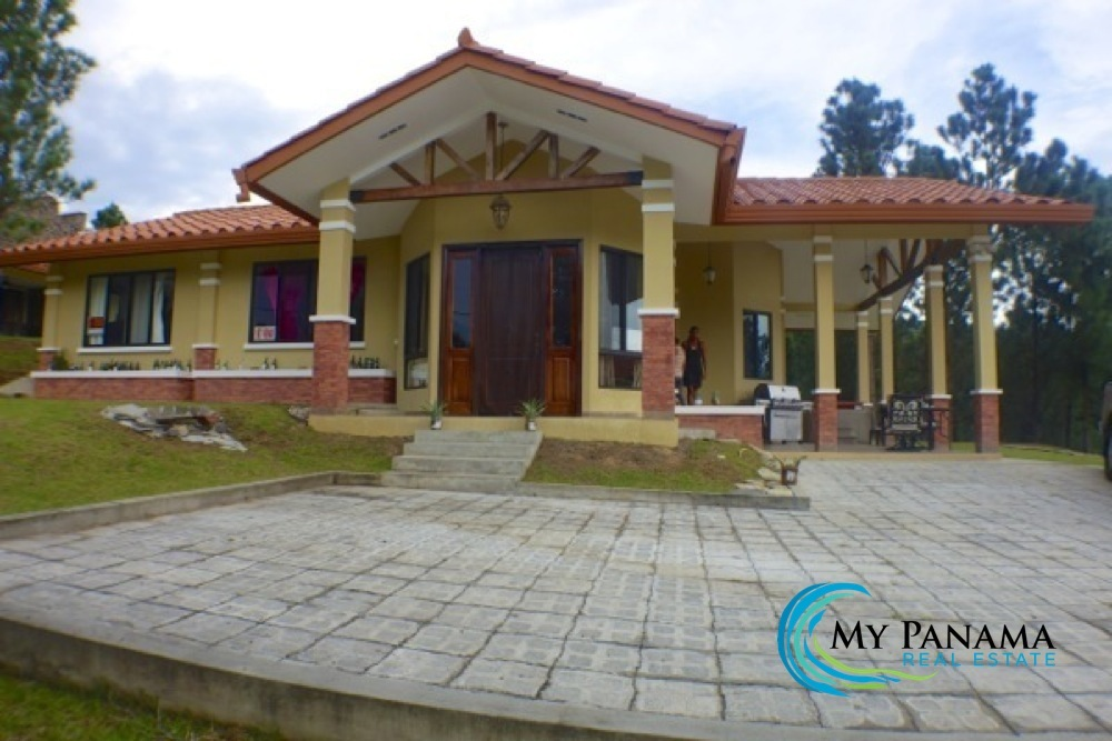 Price Reduced: Mountain Views Galore in Altos del Maria Panama