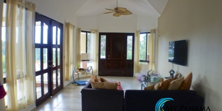 For-Sale-Altos-Panama-Livingroom