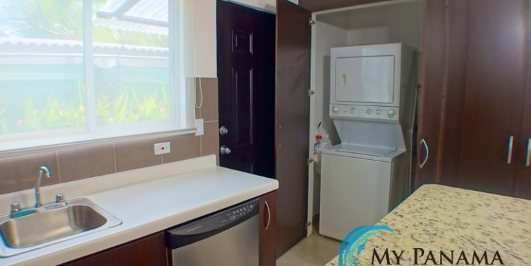 For-Sale-Condo-Loft-Gorgona-Kitchen-Laundry