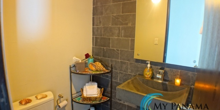 For-Sale-Condo-RioMar-Panama-Bath