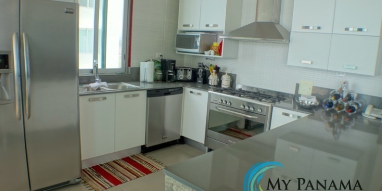 For-Sale-Condo-RioMar-Panama-Kitchen