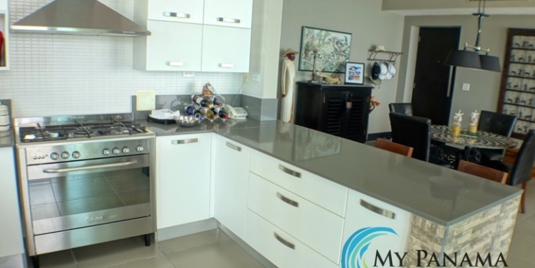 For-Sale-Condo-RioMar-Panama-Kitchen2