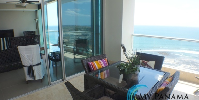 For-Sale-Condo-RioMar-Panama-balcony to living