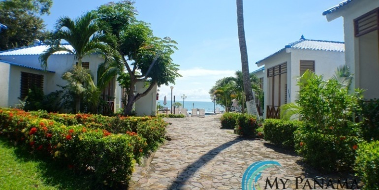 For-Sale-Gorgona-Costa-Grande-Walkway