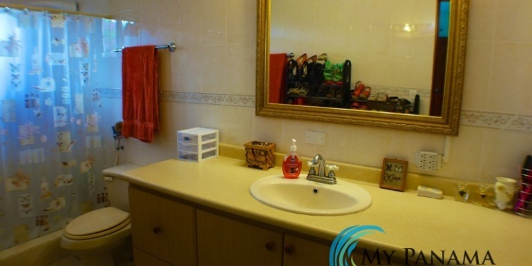 ForSale-TheCatDenTeam-MPRE-Cabuya-house-bathroom