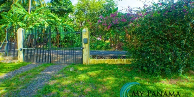 ForSale-TheCatDenTeam-MPRE-Cabuya-house-front-gate