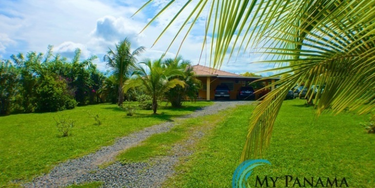 ForSale-TheCatDenTeam-MPRE-Cabuya-house-front-yard