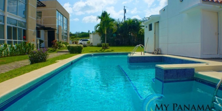 For-Sale-Condo-Loft-Gorgona-SwimmingPool