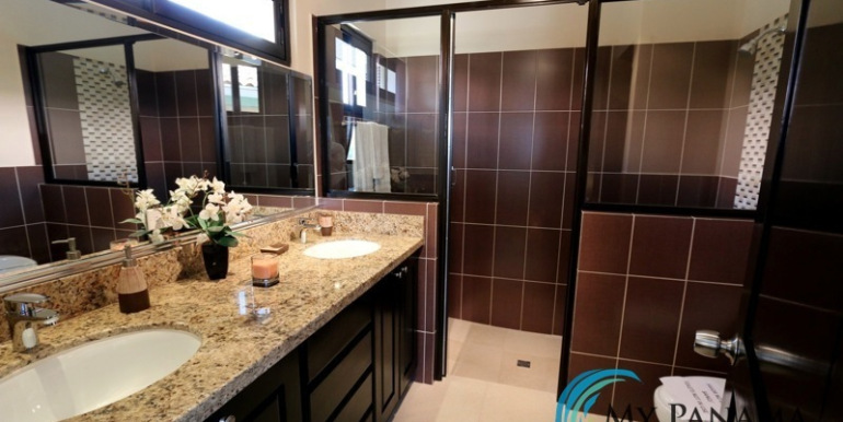 Home-For-Sale-Panama-Azura-Bath
