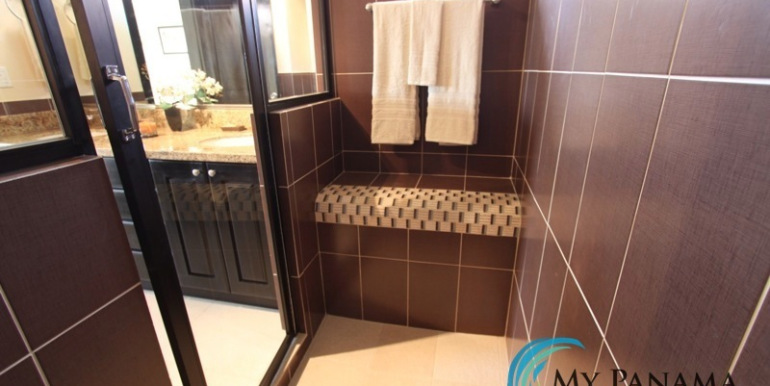 Home-For-Sale-Panama-Azura-bathroom