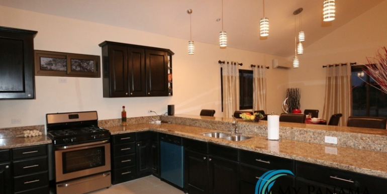 Home-For-Sale-Panama-Azura-kitchen2