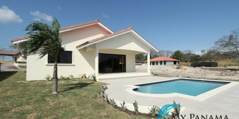 Home-For-Sale-Panama-Azura-pool