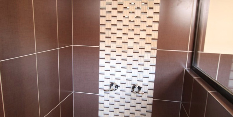 Home-For-Sale-Panama-Azura-shower