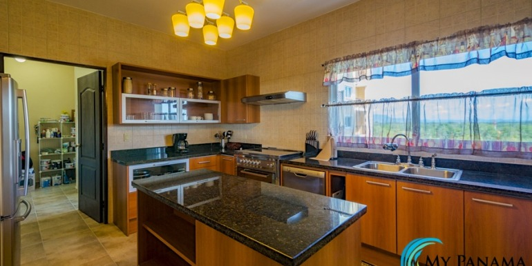 For-Sale-El-Alcazar-Coronado-Panama-MPRE-Kitchen