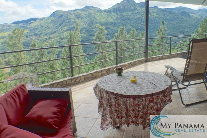 Mountain Living with Three Bedrooms, a Pool, and Incredible Views!
