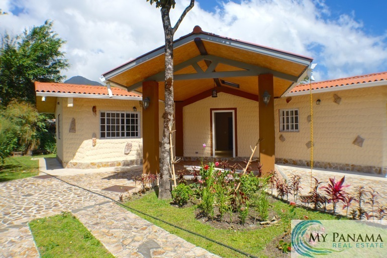 Beautiful NEW 3-Bedroom Home in El Valle