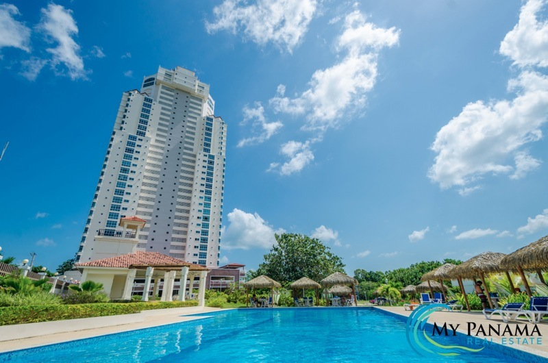 Moving to Panama Made Easy | Turn-Key Condo on the Golf Course!