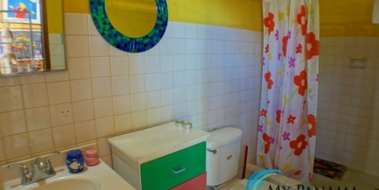 For-Sale-Coronado-House-bathroom-2
