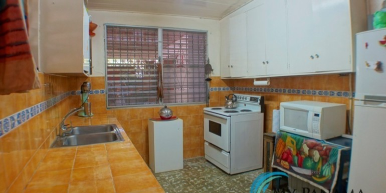 For-Sale-Coronado-House-kitchen