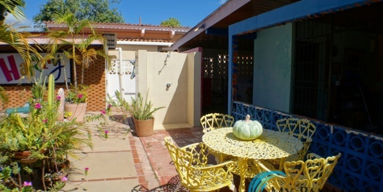 For-Sale-Coronado-House-sitting-area