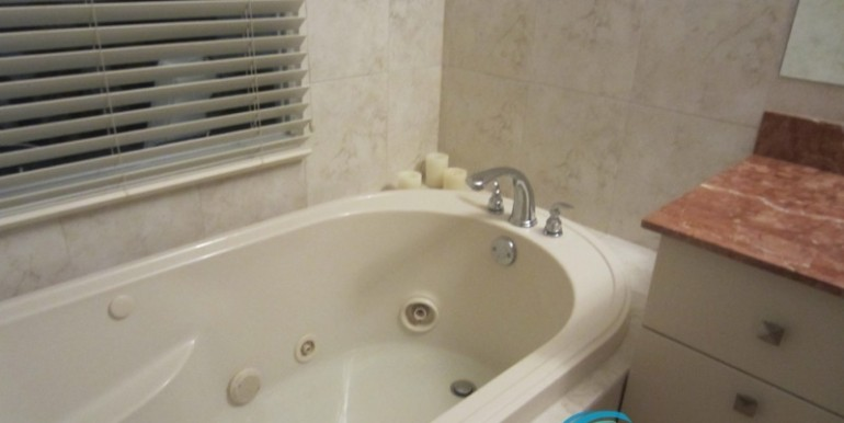 For-Sale-Coronado-MPRE-bathtub