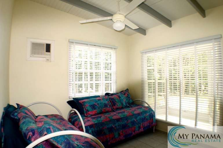 el valle mature singles Comfortable, solid home with huge covered terrace in el valle de anton, a mountain village that is a favorite for weekenders from panama city - 90 minutes.