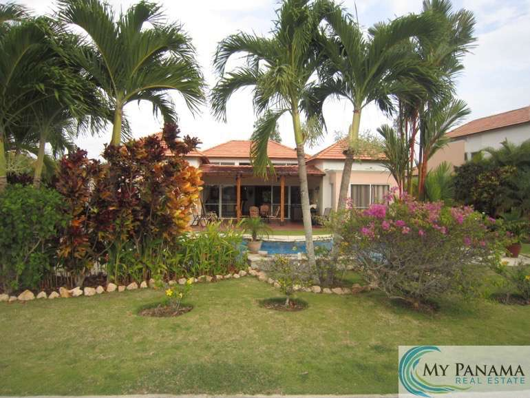 Golfer's Paradise, Tropical Resort Living in this 3-Bedroom Home