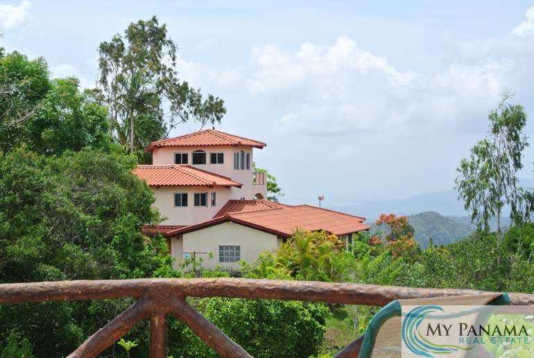 Highland Home with Ocean View Near Altos del Maria!